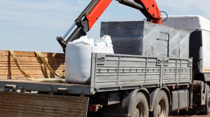 Tõstukiga veoautode rent Eestis